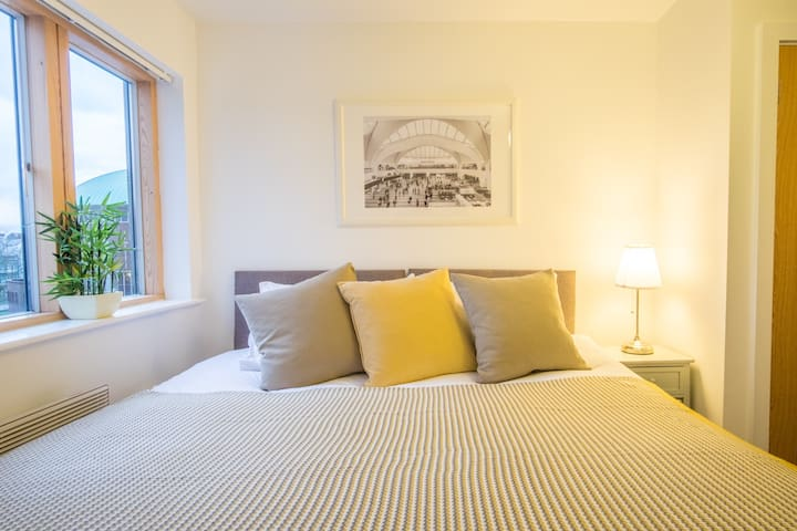 City Visits - Bow St Birmingham / Central Apartment with up to 5 Beds - Birmingham