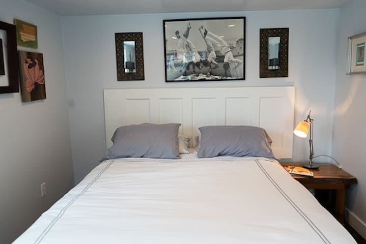 Queen size bed sleeps 2 and comes with 4 hypoallergenic pillows.