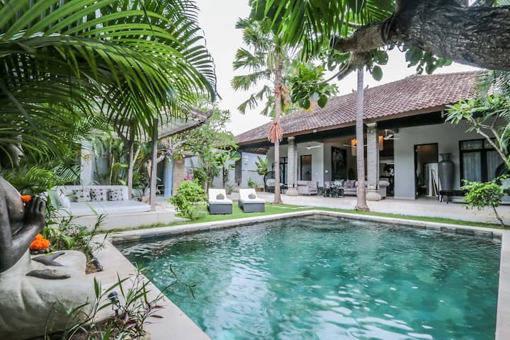 "DV23, 2 Bedroom Villa ""Eat Street"",Seminyak"