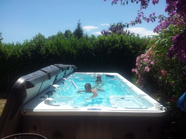 Villa avec spa de nage Lagoon