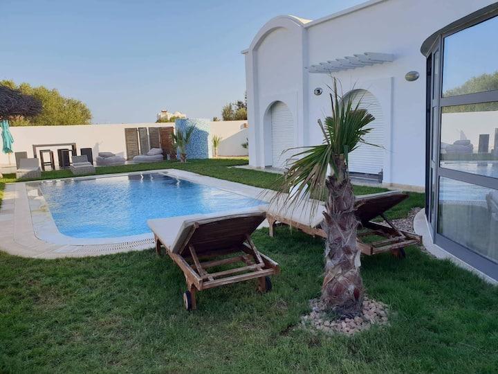 Superbe Villa avec piscine proche de la plage