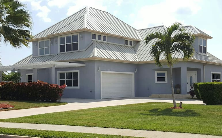 2 bed 2 bath in Cayman Luxury Home