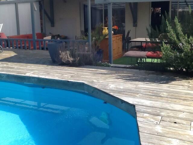 Villa de plein pied avec piscine - Salles
