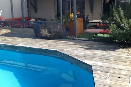 Villa de plein pied avec piscine - Salles - Bed & Breakfast