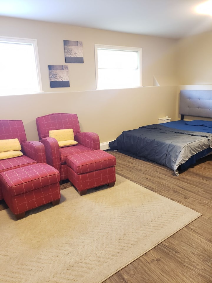 Beautiful 2bedroom basement  with  self check in