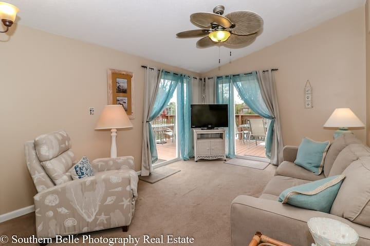 Newly renovated home with gorgeous lake views!