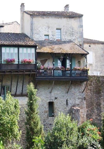 Castelmoron d'Albret - modernized medieval house - Castelmoron-d'Albret - Casa