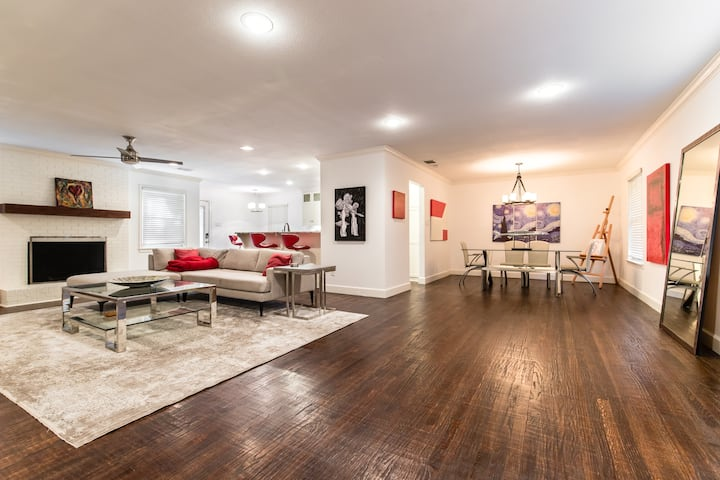 Wonderfully appointed, spacious  Bluffview home
