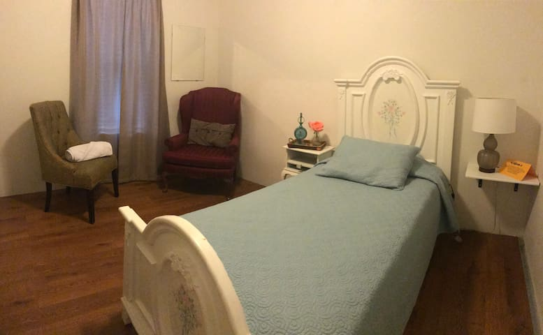Private entrance,Clean room Near San Diego  (A)