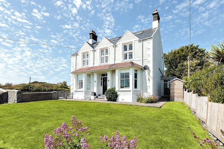1 Tirionfa - short walk to the beach and sea view