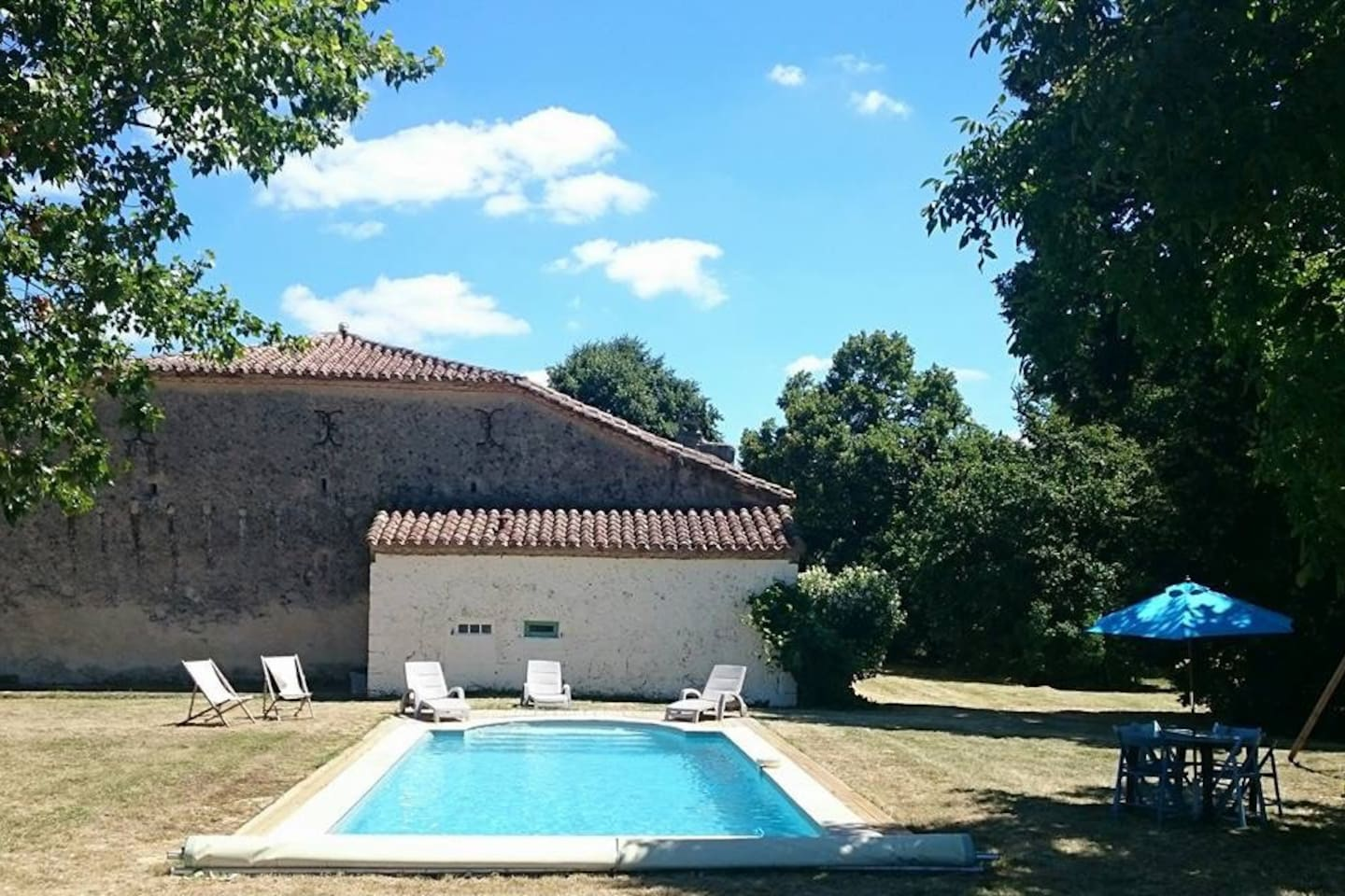 Our 16th Century Gascon farmhouse is the perfect place for a lazy pool holiday, an active cycling holiday or as a base to explore the delights of Gascony in South West France.