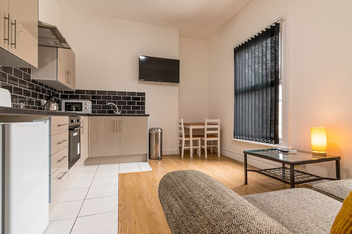 One bed Flat with Parking & WiFi 5 min to Hospital