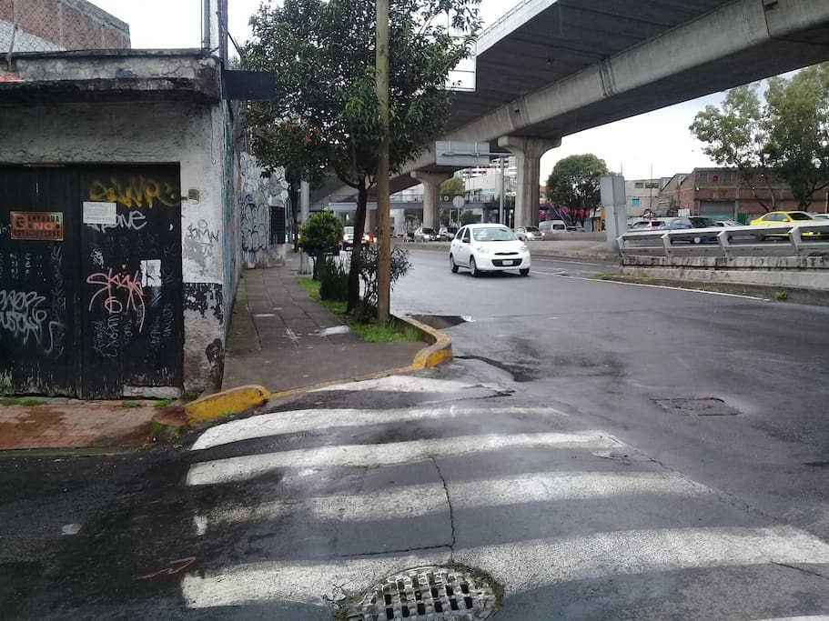 Vista exterior del edificio del depto en tacubaya esquina mártires de tacubaya y periferico