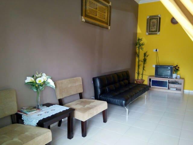 Homestay Muar Casa d Azirul - Parit Raja - Hus