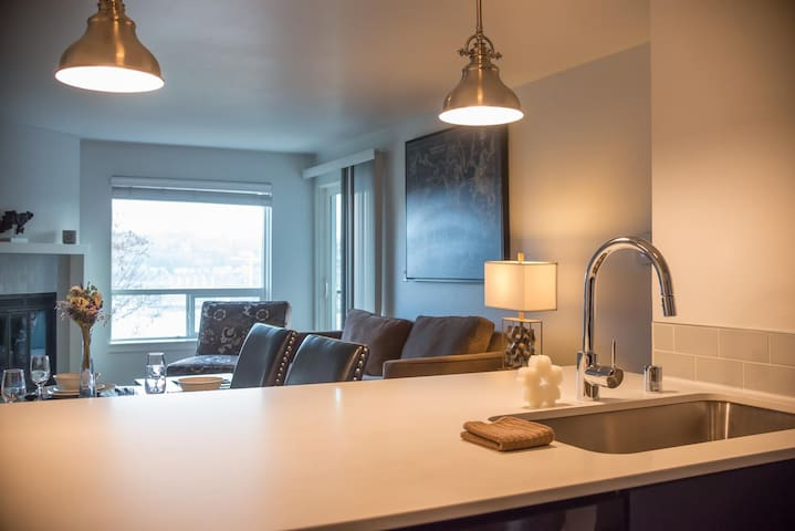 SoBe Westlake 30 Day Stays Two Bedroom