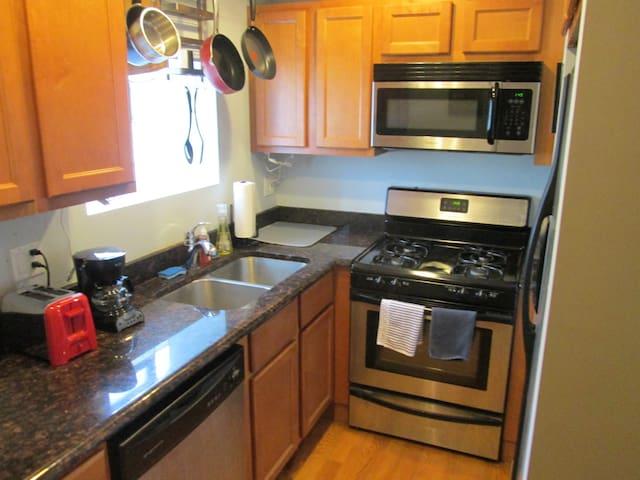 1 Bedroom Condo Fully Equipped near Andersonville - Chicago - Apto. en complejo residencial