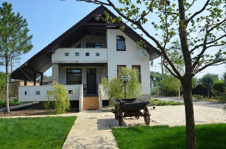 Комфортабельный дом на реке Дунай; Охота и Рыбалка