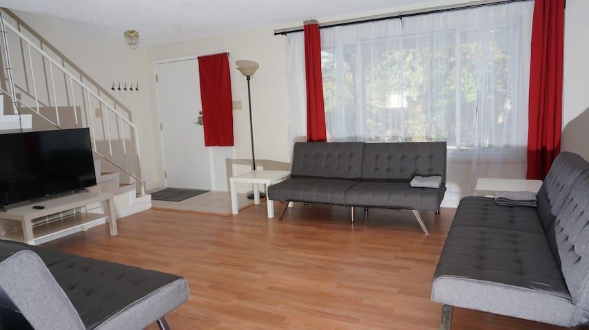 R1 South Reno - Modern Home sleeps up to 8