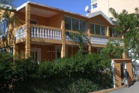 Апартамент для двоих в уютном доме возле моря (2)