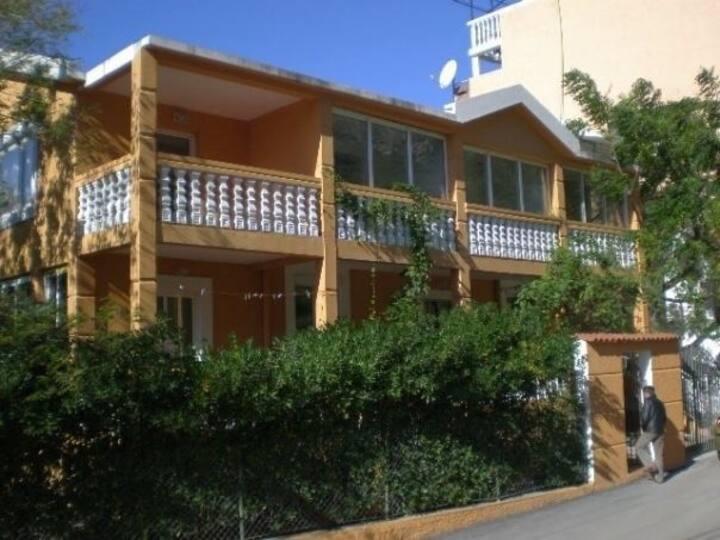 Апартамент для троих в уютном доме возле моря