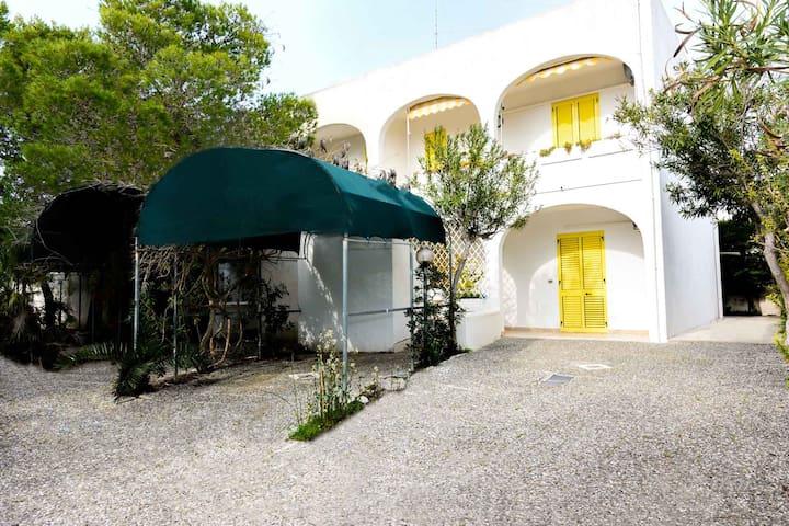 Baia Verde:casa a schiera 8 posti a 200mt.dal mare