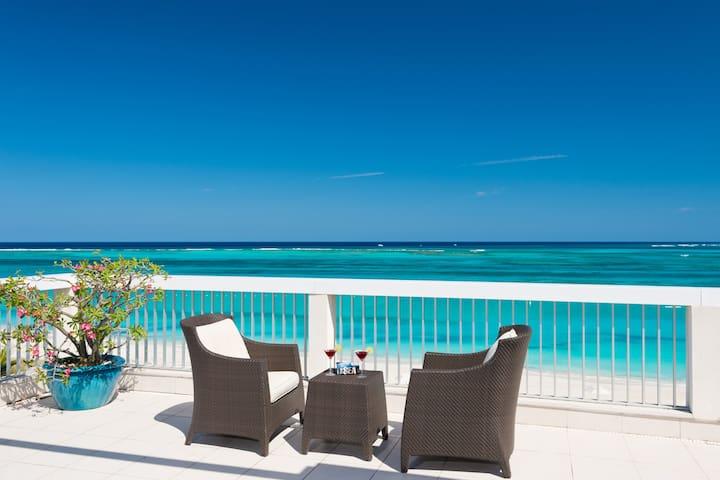 Luxurious Penthouse: Stunning Views