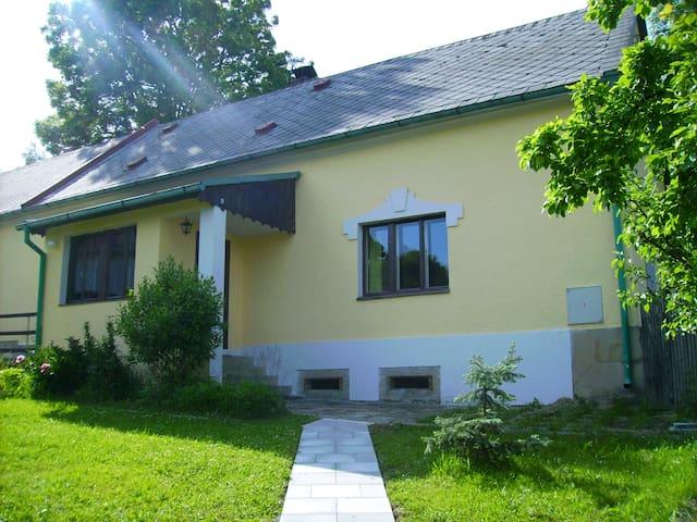 Vakantiewoning 'Huis Beroun' Tepla - Teplá - Casa