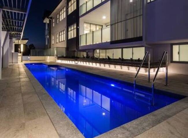 Brand New, Pool Side Apartment in trendy Coorparoo