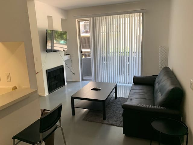 2 Bedroom in the heart of Hollywood!