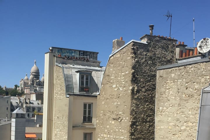 studio with a view of the Sacre Coeur church