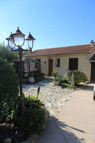 charmant t2 dans villa avec piscine - Luri - Villa