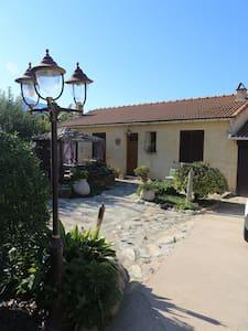 charmant t2 dans villa avec piscine - Luri