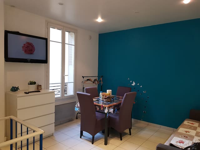2 Room apartment in a residential Paris area