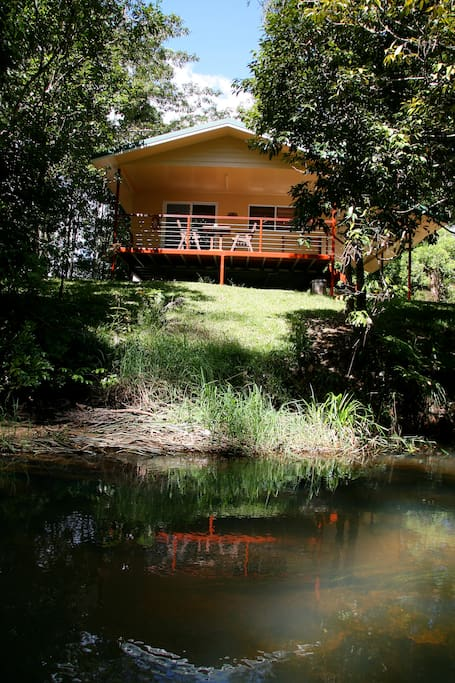 Private cottage on the banks of the Millstream River
