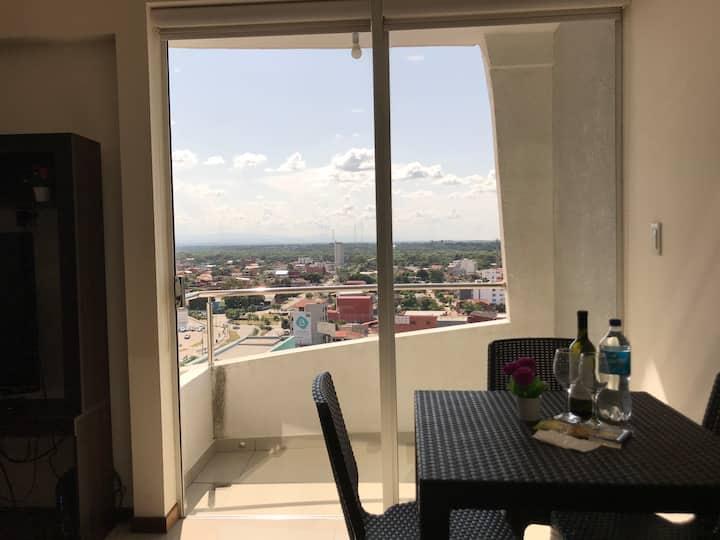 Equipetrol con balcón 15mts de Shopping Mall
