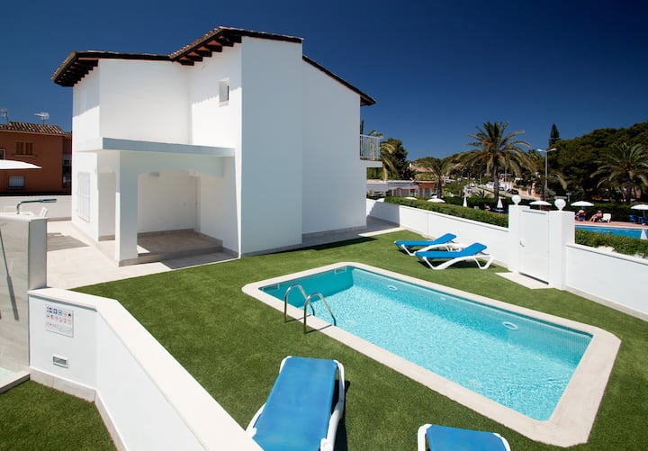 Villa I de diseño con piscina a 200m de la playa.