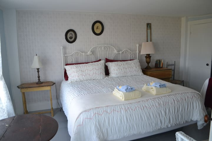 Lookout B&B ~ Ocean View ~ Room 202 - Brooklin - Bed & Breakfast