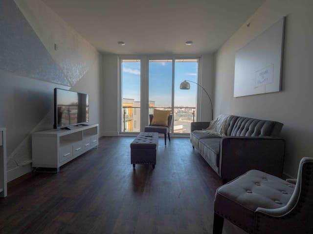 TOP Floor Family APT In New Apartment Building