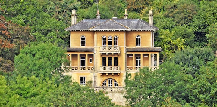 Fantastic historic Georgian villa, + tennis court.
