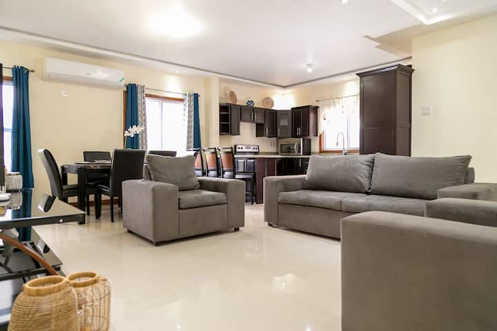 Beautiful 3BD 3.5 BTH Townhouse w pool  24/7 security