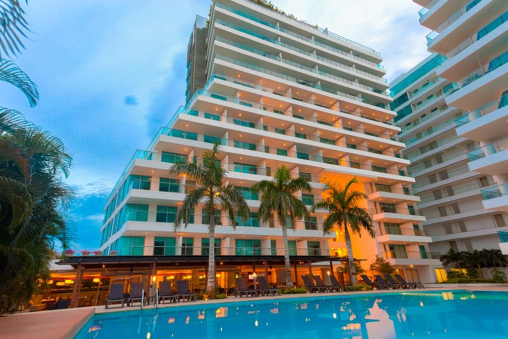 2da Piscina y bar/2nd Swimming pool and bar