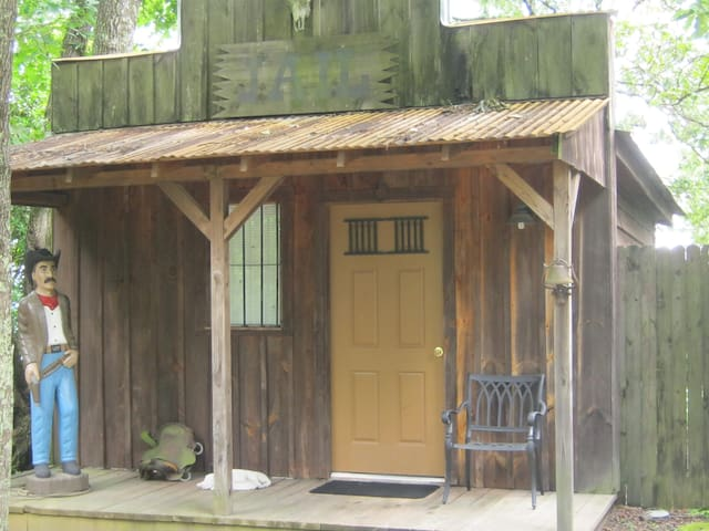 1850's Jail Cottage @ The Secret Bed and Breakfast