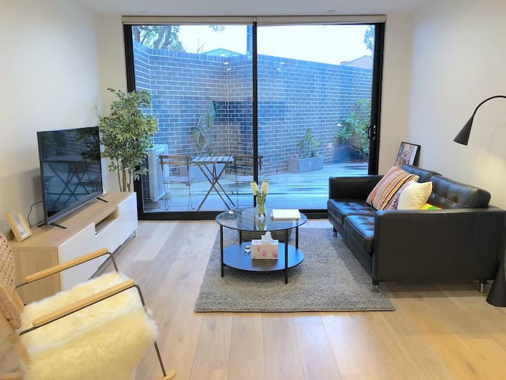 Pride Bentleigh Apt *Private Garden Parking+Wi-Fi+60'SmartTV HandWash * Mask