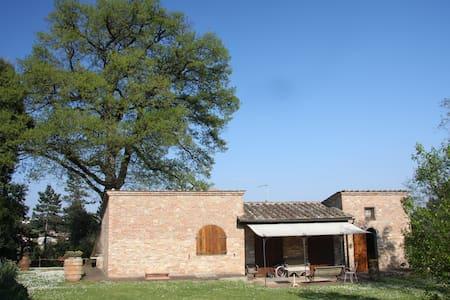 Tre vani signorile indipendente in villa nel verde - Monteriggioni