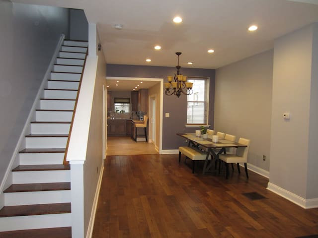 Spacious & Walkable near Center City - Philadelphia - House