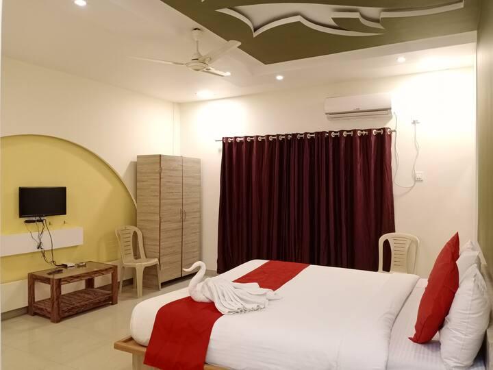 Shinde's Inn Hotel & Restaurant