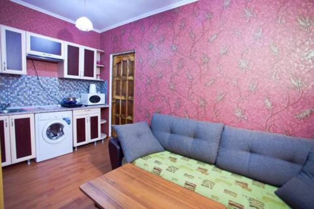 Кухня гостиная в номере люкс.Раскладной диван.