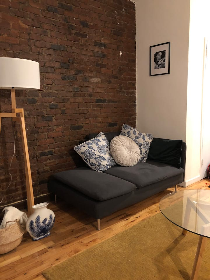 Cozy NYC apartment a block from Central Park