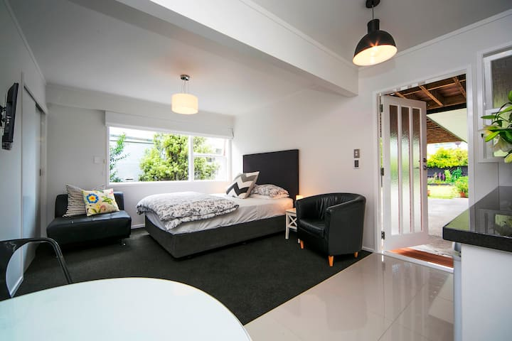 Great Value Kohi Studio: Style & Privacy