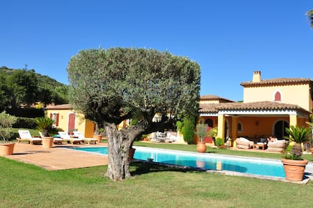 bed and breakfast in the luxury villa.    Huaniné - Grimaud